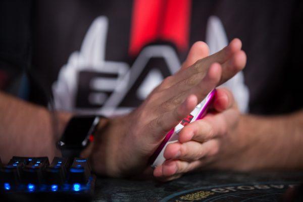 Холодные руки во время игры в CS GO, как влияет на вашу игру